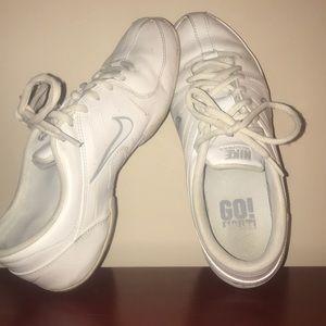 Nike Air Cheer Tennis Shoes